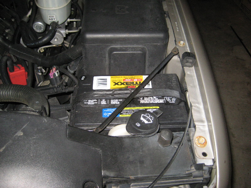 service manual  remove battery 2000 chevrolet tahoe