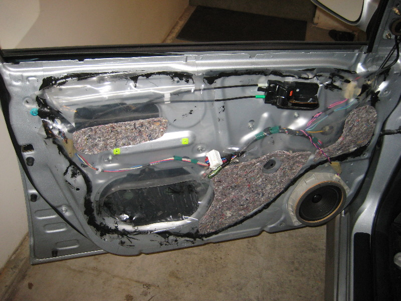 & 2003-2008-Toyota-Corolla-Door-Panel-Removal-Guide-020