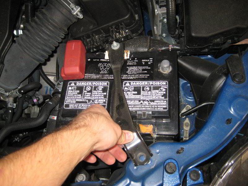 toyota corolla 12v car battery replacement guide 017 rh paulstravelpictures com toyota corolla car battery walmart toyota corolla car battery walmart