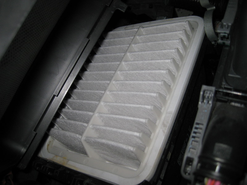 Toyota Corolla Engine Air Filter Replacement Guide