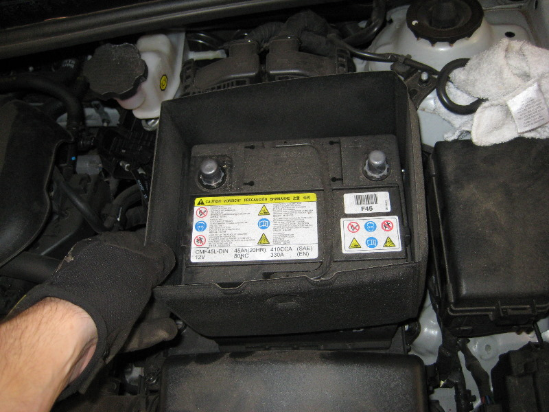 2011 2015 Hyundai Accent 12v Car Battery Replacement Guide 010