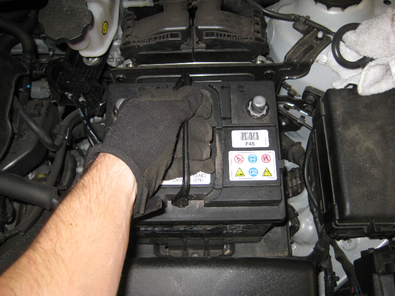 2011 2015 Hyundai Accent 12v Car Battery Replacement Guide 019