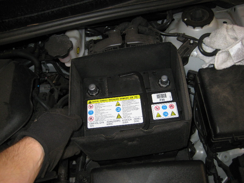 2011 2015 Hyundai Accent 12v Car Battery Replacement Guide 020