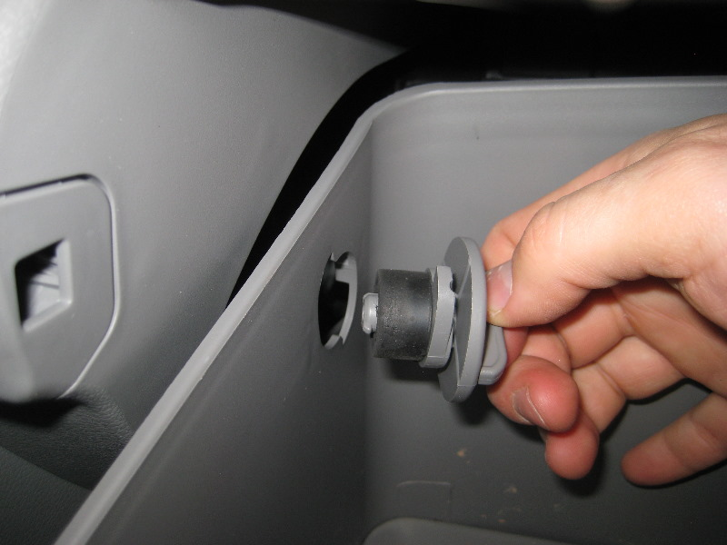 20112015hyundaiaccentcabinairfilterreplacementguide008rhpaulstravelpictures: Hyundai Elantra Cabin Air Filter Location At Gmaili.net