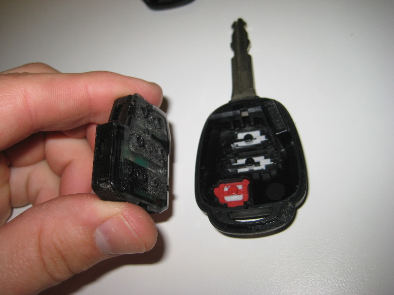 how to open a carolla car key