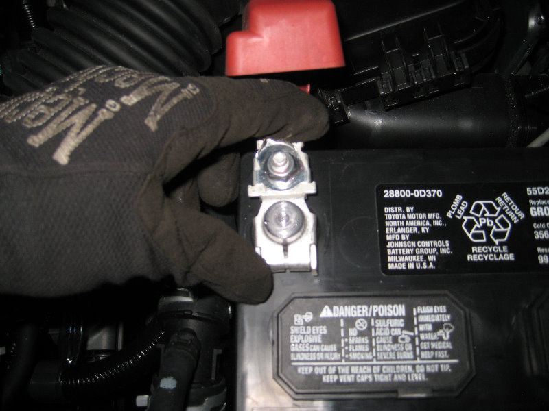 how to change car battery toyota corolla