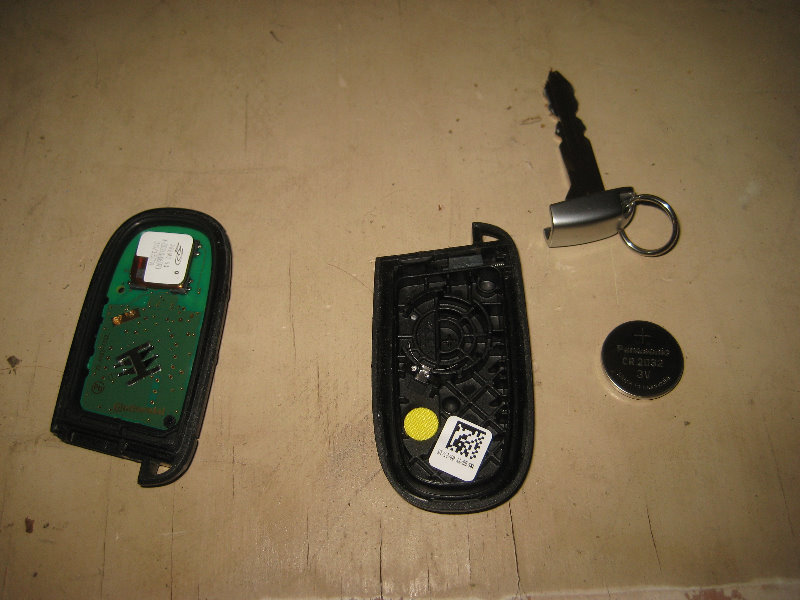 Chrysler 300 Key Fob Battery Replacement Guide 009