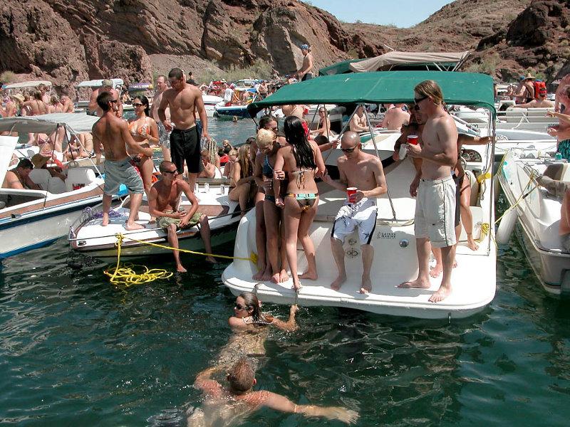 Bikini girls of copper canyon