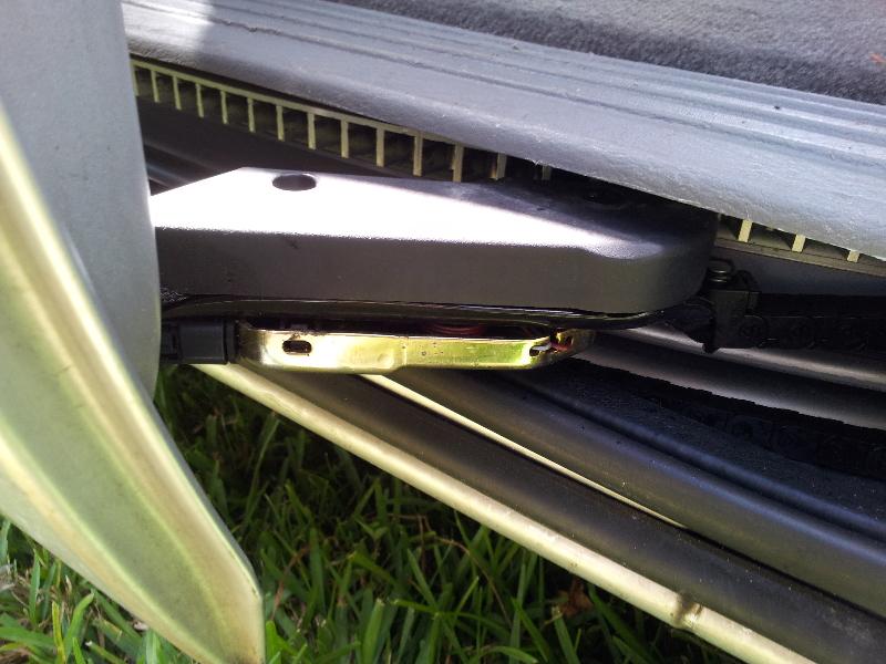 Dodge Grand Caravan Jammed Automatic Sliding Side Door Repair Guide on 2007 Dodge Caravan Struts