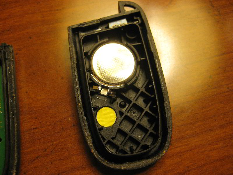 Dodge-Journey-Key-Fob-Battery-Replacement-Guide-012