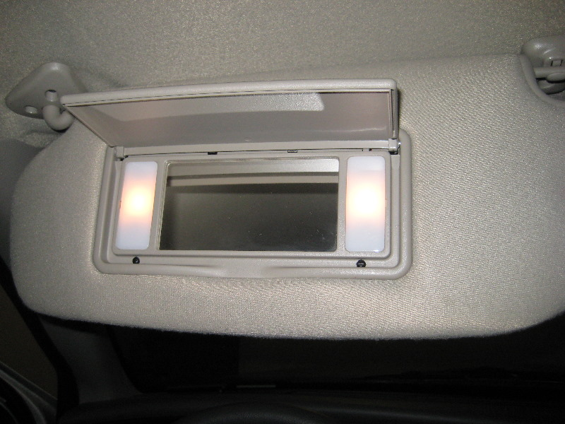 Ford-Crown-Victoria-Vanity-Mirror-Light-Bulbs-Replacement-Guide-001
