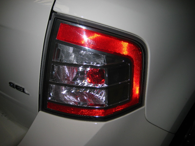 Ford Edge Tail Light Bulbs Replacement Guide 001