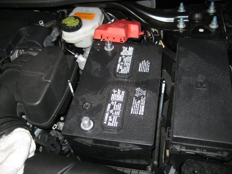 how to replace the battery in a ford focus autos weblog. Black Bedroom Furniture Sets. Home Design Ideas