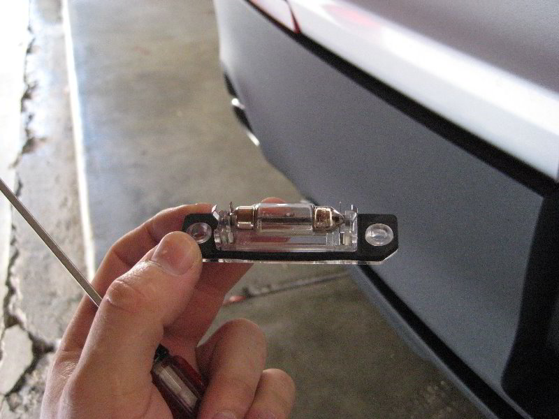how to change a license plate light bulb