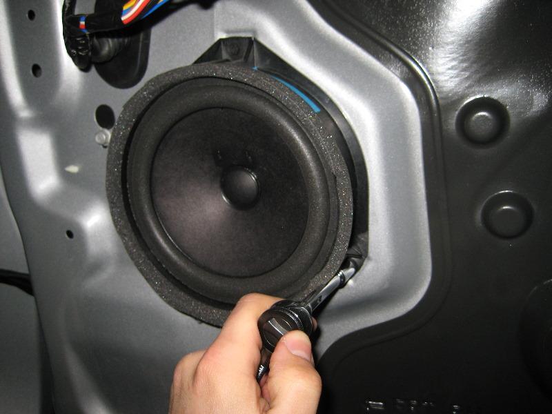 GM-Chevrolet-Equinox-Interior-Door-Panel-Removal-Guide-025