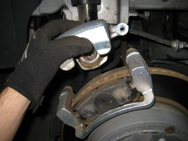 Service Manual How To Change Rear Brake Pads 2005