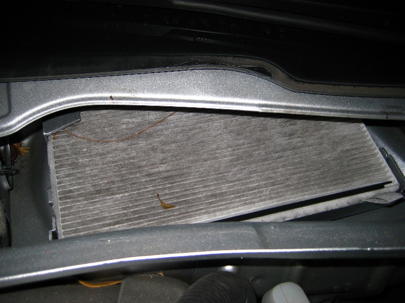 air cabin filter replacement on a 2000 2006 chevrolet