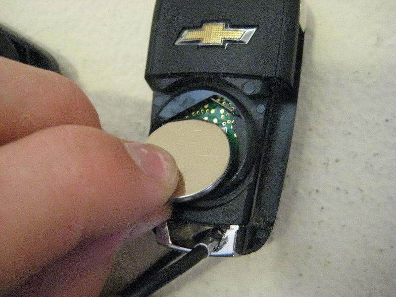 GM Chevrolet Sonic Key Fob Battery Replacement Guide 008
