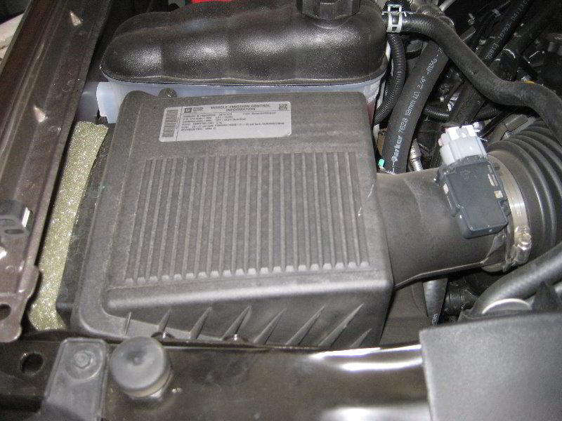 gm chevrolet tahoe engine air filter replacement guide 001. Black Bedroom Furniture Sets. Home Design Ideas