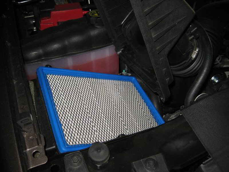 gm chevrolet tahoe engine air filter replacement guide 009. Black Bedroom Furniture Sets. Home Design Ideas