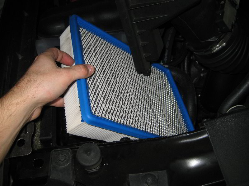 gm chevrolet tahoe engine air filter replacement guide 010. Black Bedroom Furniture Sets. Home Design Ideas