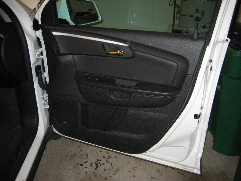 GM-Chevrolet-Traverse-Door-Panel-Removal-Guide-001