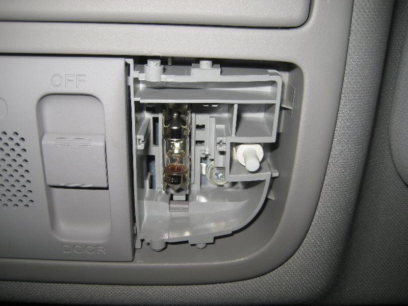 how to change 2011 sprinter map light
