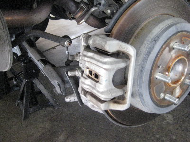 honda cr v rear disc brake pads replacement guide 007