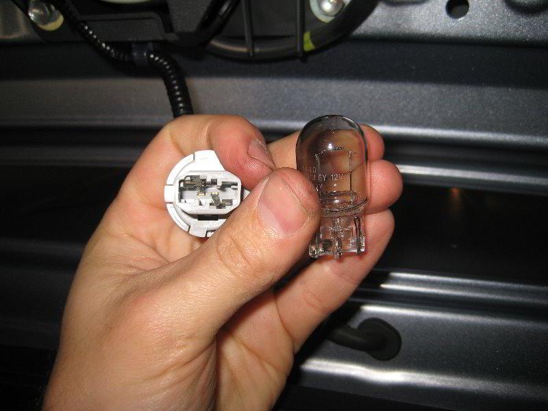 Honda-CR-V-Third-ke-Light-Bulb-Replacement-Guide-010 Stereo Wire Harness Honda Cr V on