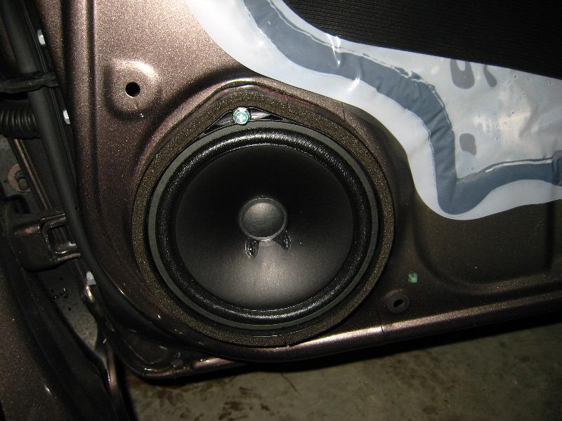 & Honda-Civic-Front-Door-Speaker-Replacement-Guide-030
