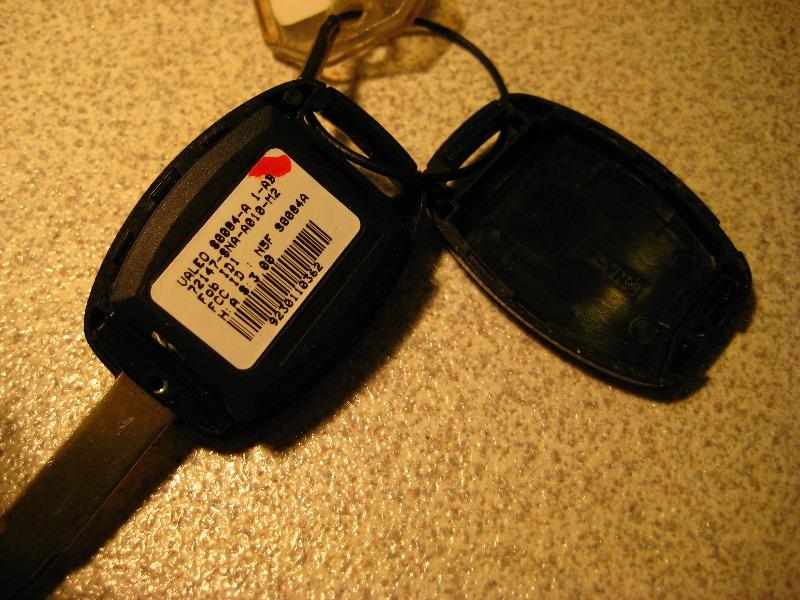 Honda Civic Key Fob >> Honda-Civic-Key-Fob-Battery-Replacement-Guide-006