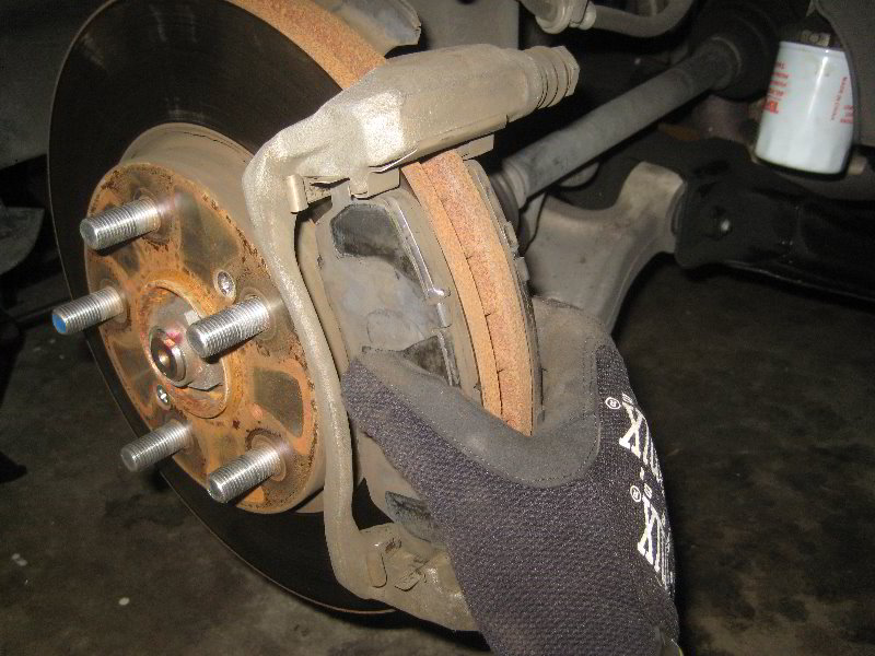 Honda odyssey front brake pad replacement