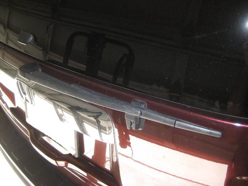 Honda Pilot Rear Window Wiper Blade Replacement Guide 001
