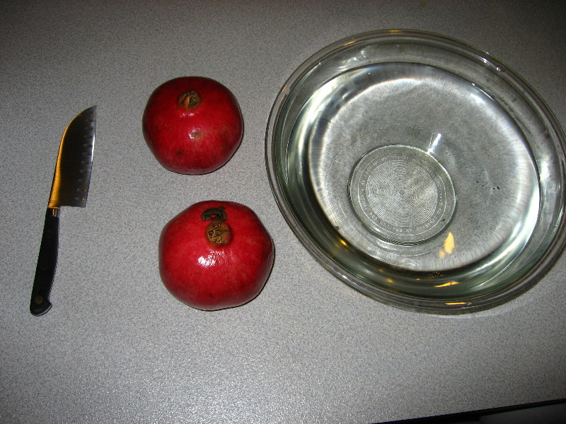 how to properly cut open a pomegranate