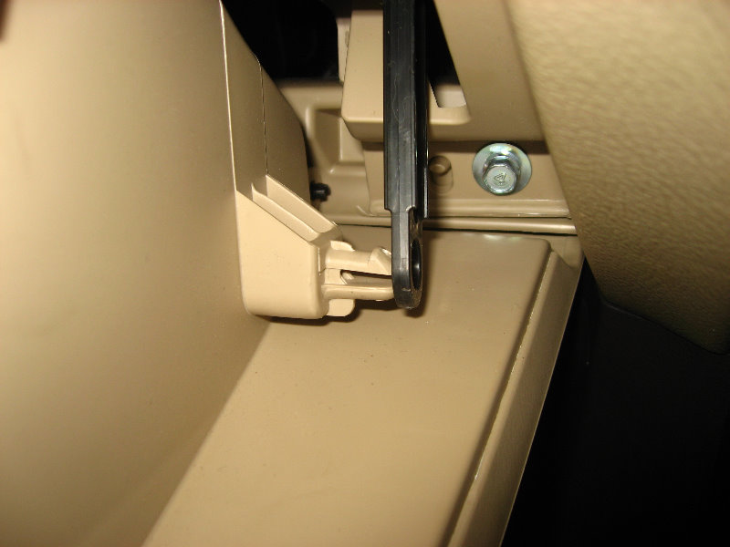 Replace 2001 2006 Hyundai Santa Fe Cabin Air Filter How