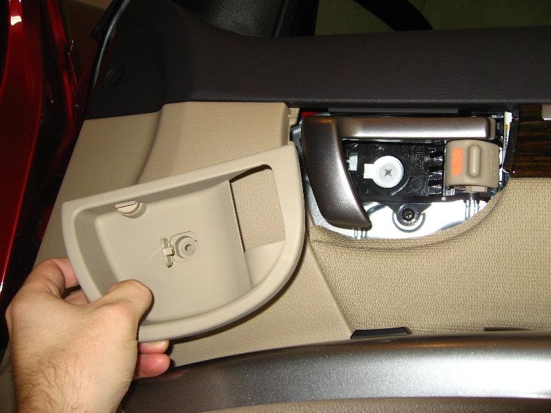 Hyundai Santa Fe Front Door Panel Removal Guide 014