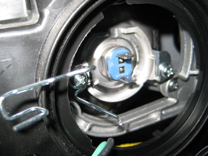 2007 Hyundai Santa Fe Headlight Bulb >> Hyundai Santa Fe Headlight Bulbs Replacement Guide 013