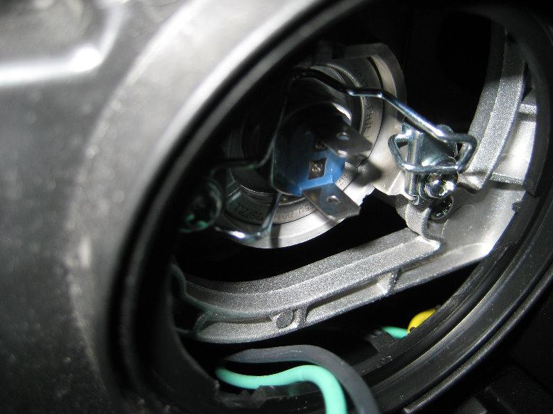 2007 Hyundai Santa Fe Headlight Bulb >> Hyundai-Santa-Fe-Headlight-Bulbs-Replacement-Guide-015