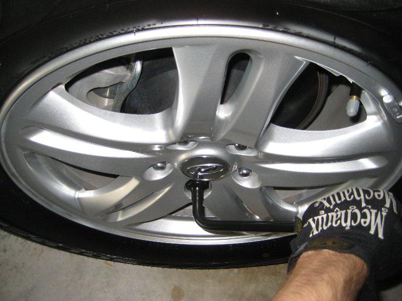2016 Hyundai Santa Fe >> Hyundai-Santa-Fe-Rear-Brake-Pads-Replacement-Guide-002