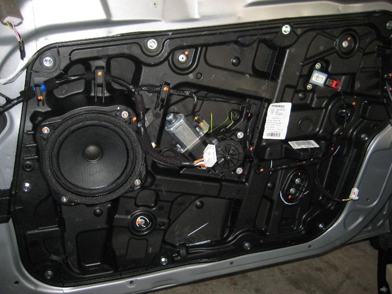 Hyundai Sonata Front Door Panel Removal Guide 022