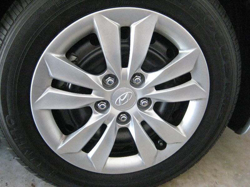 Hyundai Sonata Front Brake Pads Replacement Guide 001