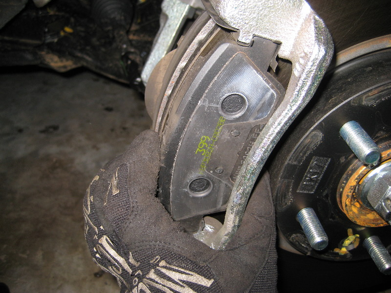 Hyundai Sonata Front Brake Pads Replacement Guide 014