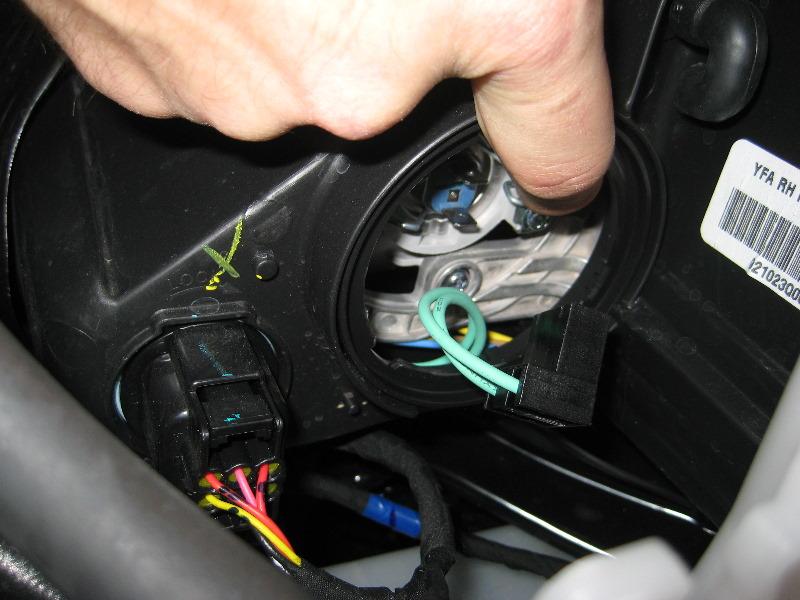 Hyundai Sonata Headlight Bulbs Replacement Guide on Hyundai Sonata Headlight Bulb Replacement