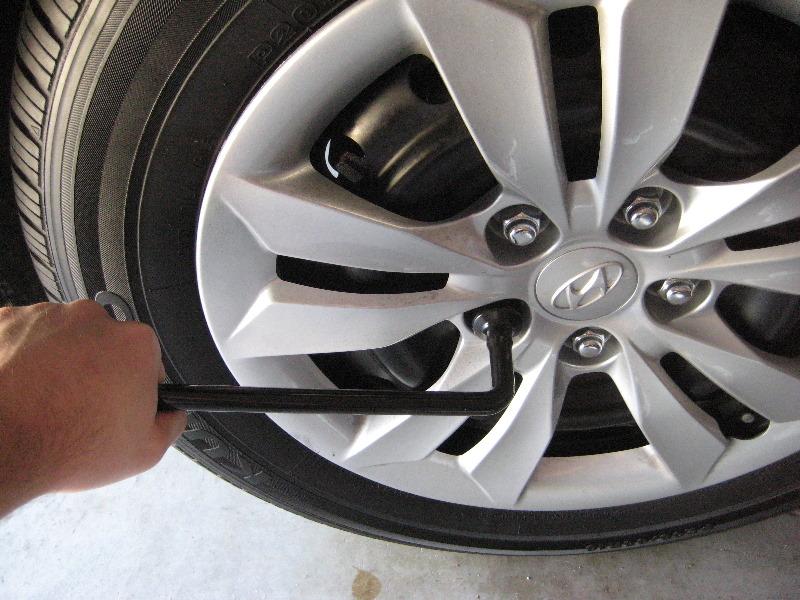 Hyundai Sonata Rear Brake Pads Replacement Guide 002