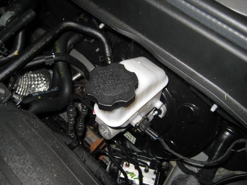 [2009 Hyundai Tiburon Rear Drum Brake Removal]