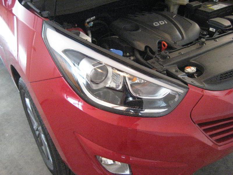 Hyundai Tucson Headlight Bulbs Replacement Guide 001