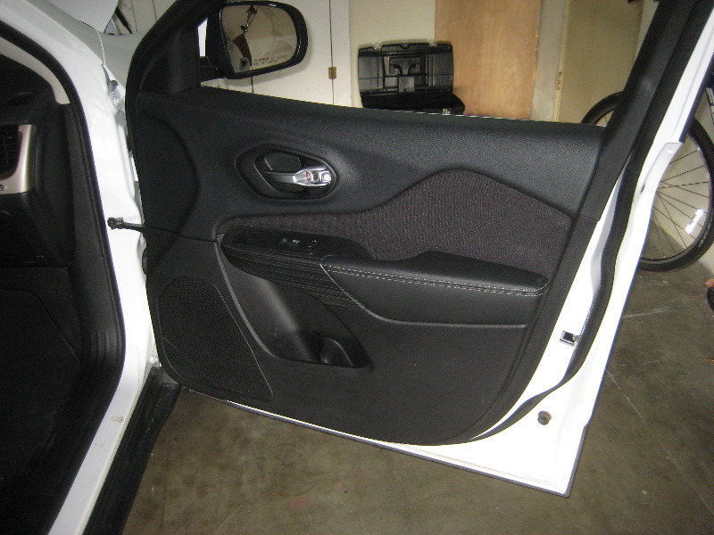 & 2014-2018-Jeep-Cherokee-Interior-Door-Panels-Removal-Guide-001