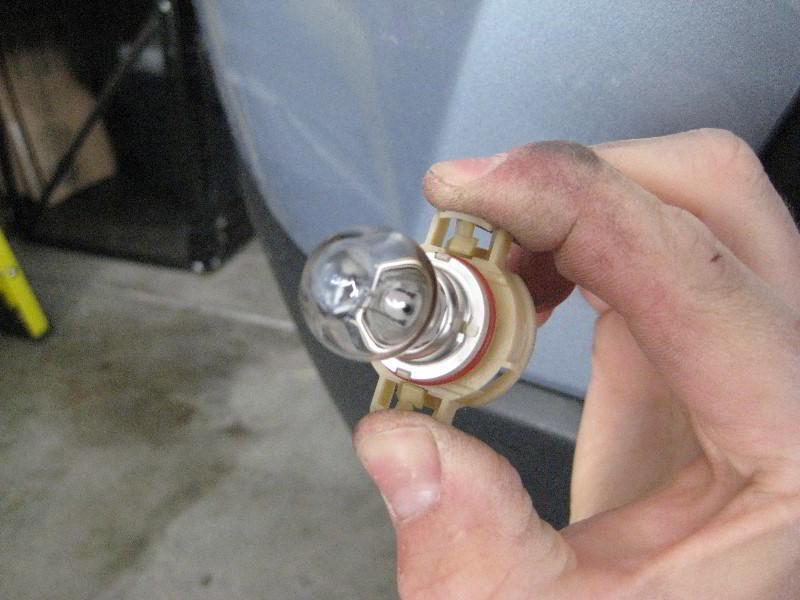 Jeep Grand Cherokee Fog Light Bulbs Replacement Guide 007