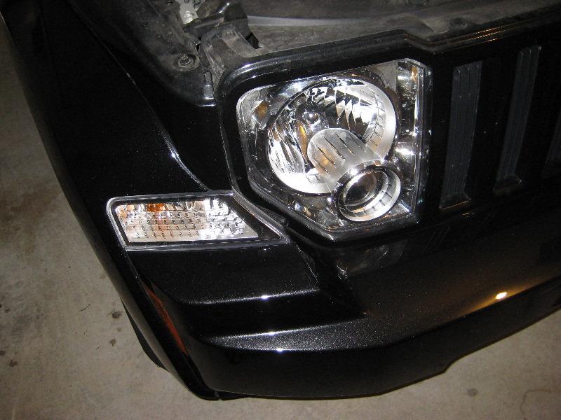 2008 jeep liberty headlight bulb