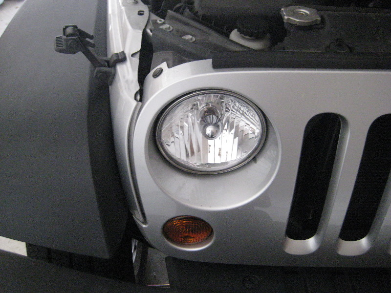 Headlight Replacement Guide : How to change head light bulbs in jeep wrangler